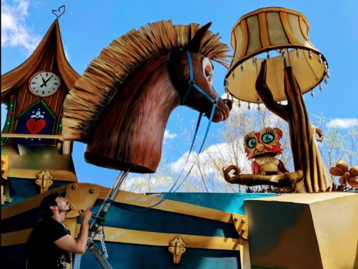 Initiation aux techniques de manipulation d'éléments marionnettiques surdimensionnés